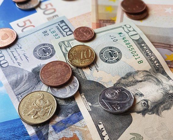 Gdzie wymieniać walutę na wakacjach i innych wyjazdach zagranicznych?