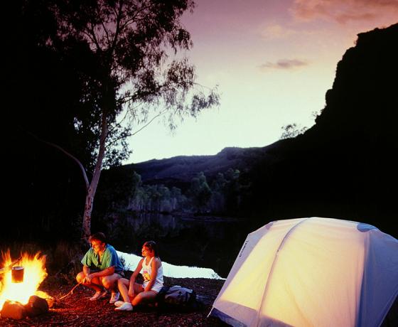 Co zabrać na wyjazd pod namiot?