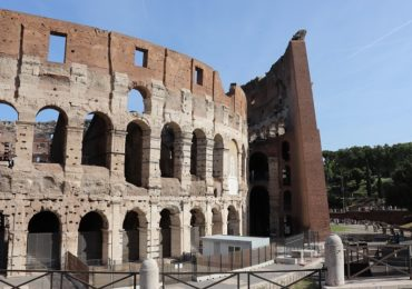 Koloseum – co warto wiedzieć planując zwiedzanie? Gdzie kupić bilety? Kiedy wejście jest bezpłatne?