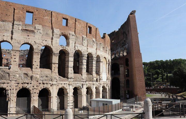 Koloseum - co warto wiedzieć planując zwiedzanie? Gdzie kupić bilety? Kiedy wejście jest bezpłatne?
