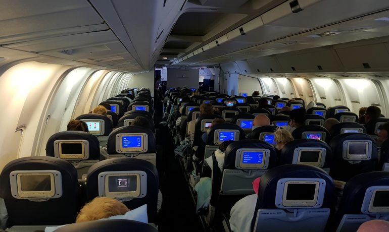 Opłaty za rezerwacje miejsc w samolotach - dodatkowe koszty dla turystów.