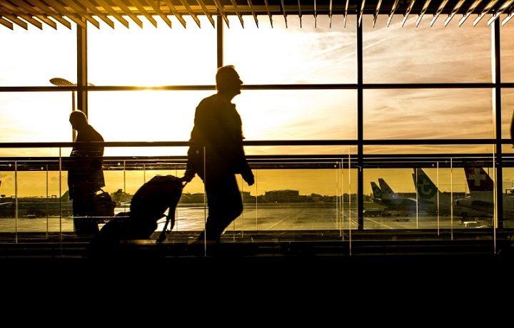 Ile wcześniej być na lotnisku przed lotem?