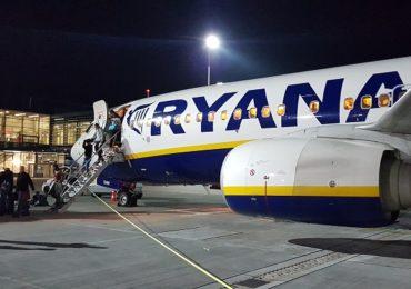 Wybierasz tanie linie lotnicze – niestety możesz zostać na lodzie!