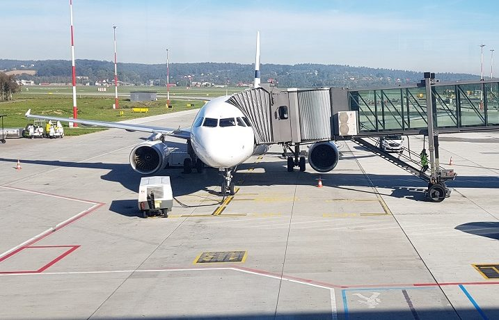 10 najważniejszych rzeczy, które warto zabrać do samolotu
