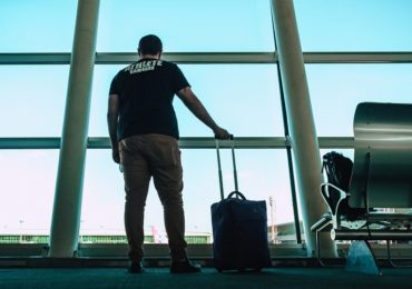 Lot z przesiadką - czy można opuścić lotnisko?