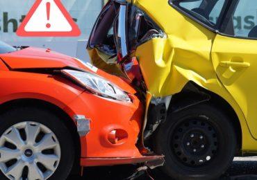 Kolizja a wypadek – jakie są różnice i jak powinniśmy się podczas nich zachować?