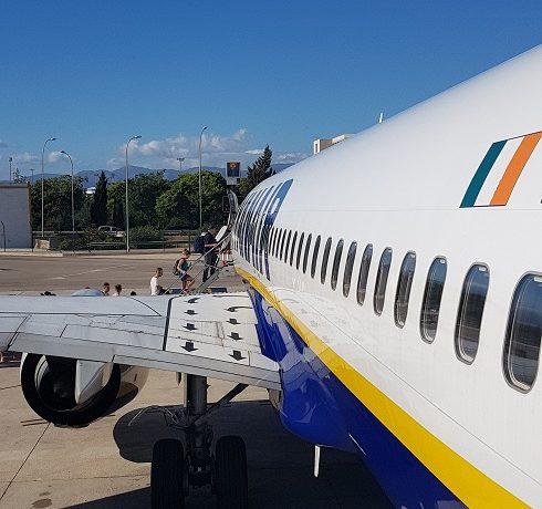 Po co są dziurki w oknach samolotu? Dlaczego okna samolotu...