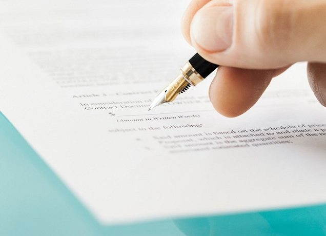 Podpisując umowę z biurem podróży pamiętajcie o...