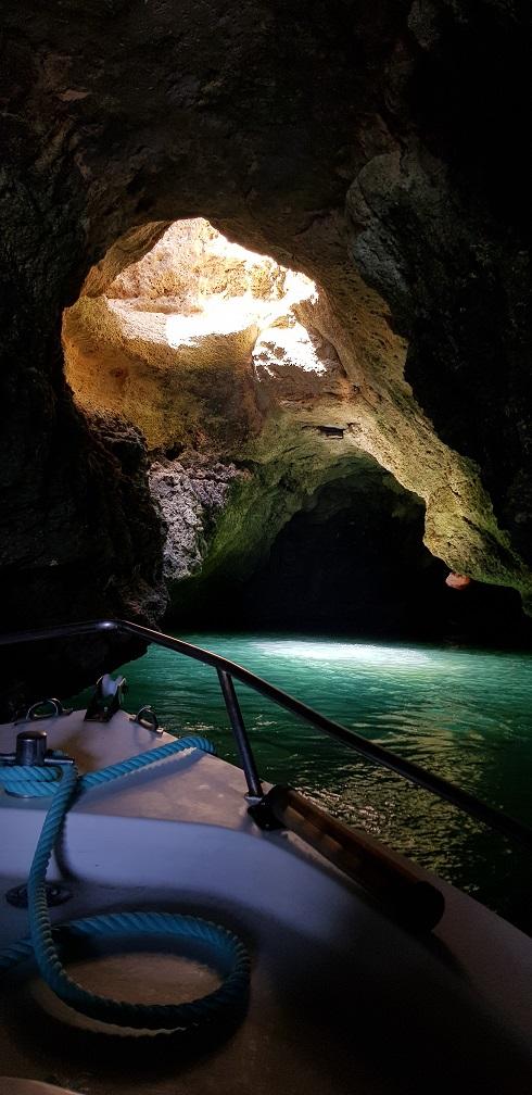 Algarve, rejs, łódka, jaskinia,