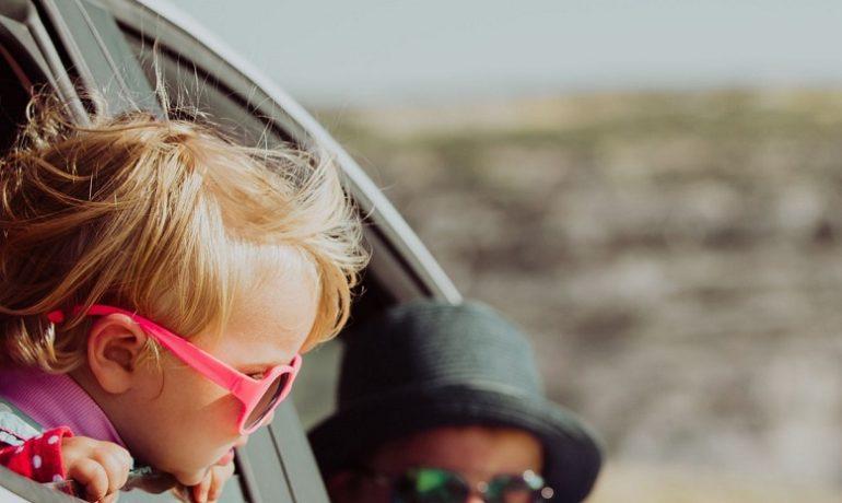 Jak przeżyć długą podróż samochodem z dzieckiem?