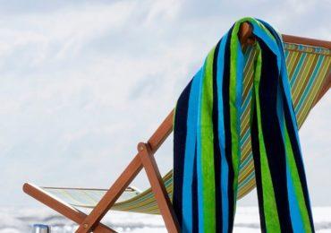 Czy brać ręczniki plażowe na wakacje?