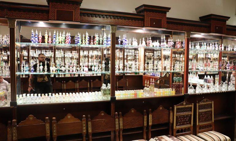 Egipt - przepiękna perfumeria - duży wybór zapachów i ciężki wybór