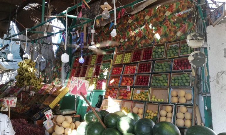 Egipt - targ w Hurghadzie - bardzo duży wybór owoców i warzyw