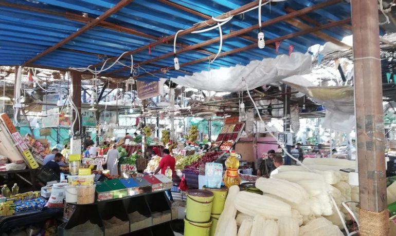 Egipt - targ w Hurghadzie - stoiska handlowe