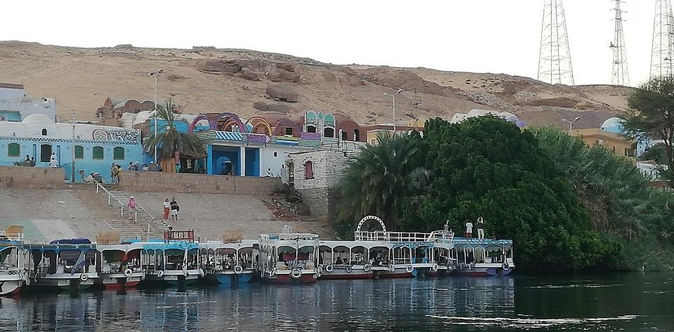 Egipt - widok na brzeg Nilu - mała przystań