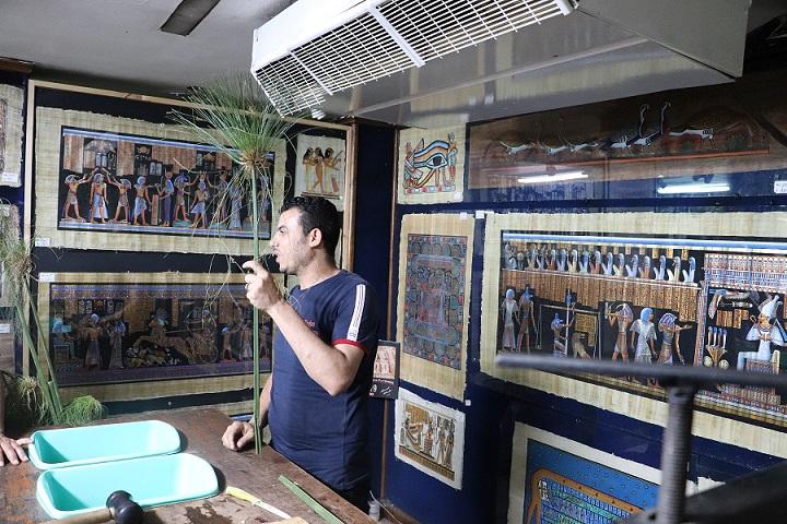 Egipt - prezentacja metody wytwarzania papirusu