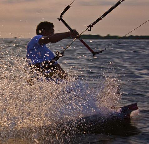 Jakie sporty wodne uprawiać na urlopie?