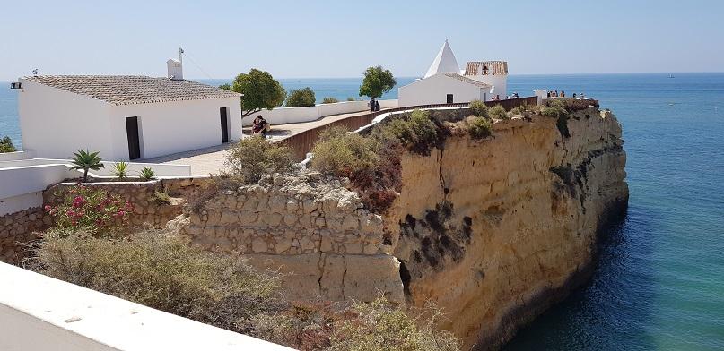 Algarve, Portugalia, klify, kościółek