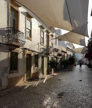 Faro, Algarve, brukowana uliczka