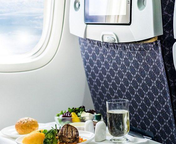 Co zabrać do samolotu do jedzenia?