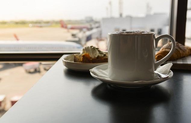 Lotnisko, jedzenie, kawa
