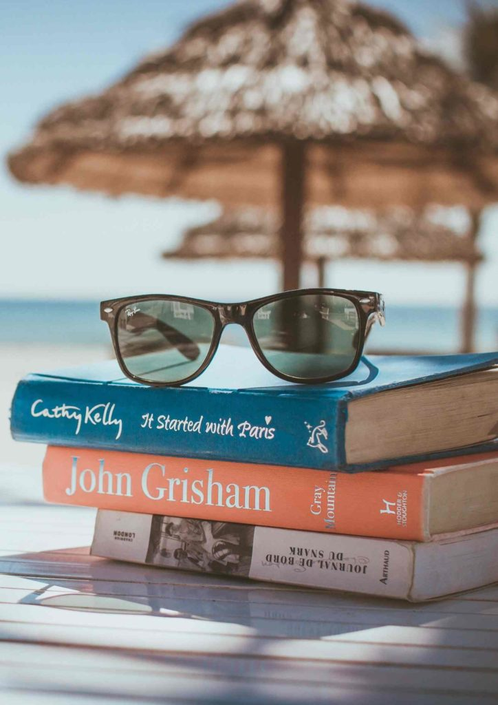Urlop, relaks, książki, plaża