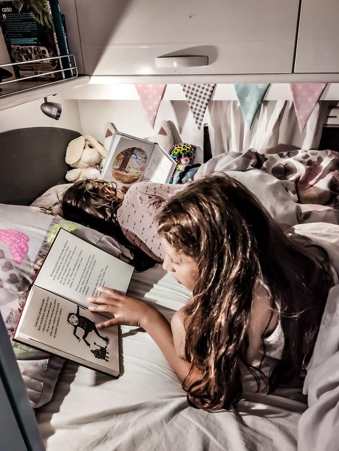 Kamper, czytanie, dzieci