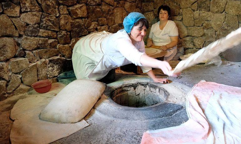 Armenia, Armenki przy pracy