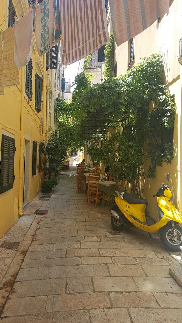 Korfu, tawerna, uliczka