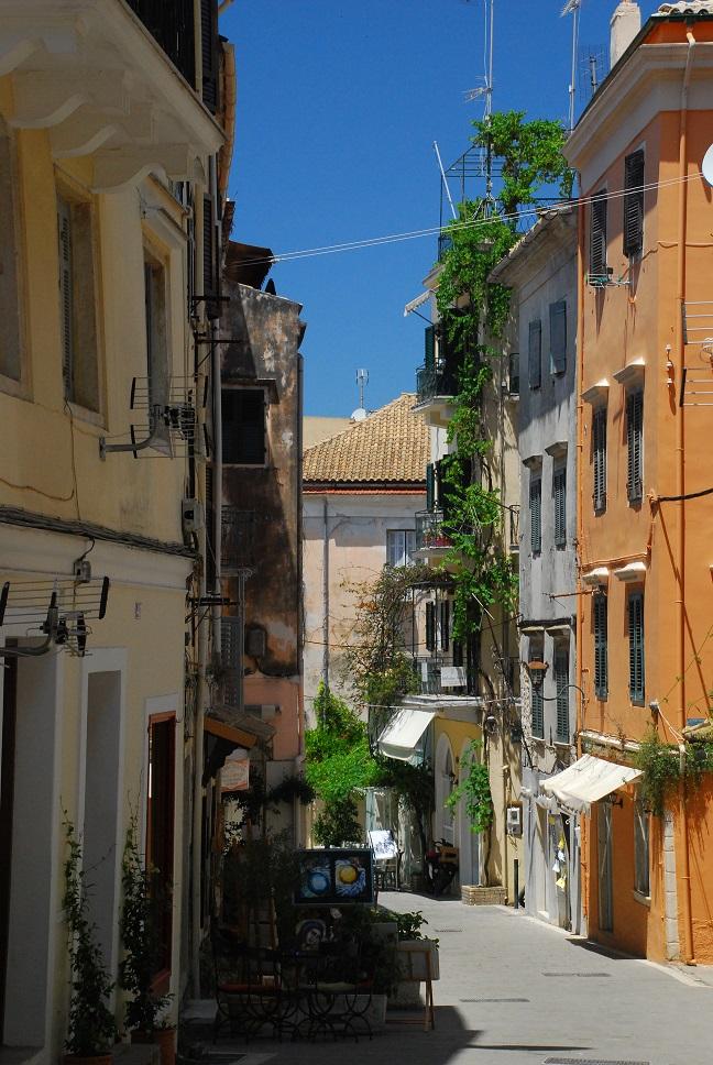 Korfu, stolica wyspy, wąska uliczka